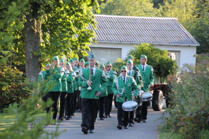 Was wäre Schützenfest in Neuenheerse ohne den Spielmannszug Neuenheerse.